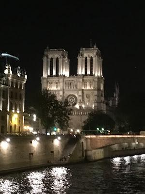 Notre Dame im Lichtermeer