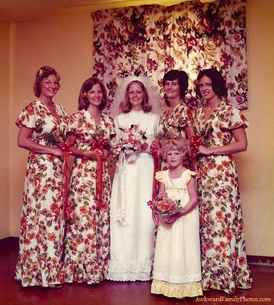 My Gathering Room: Awkward Wedding Photos