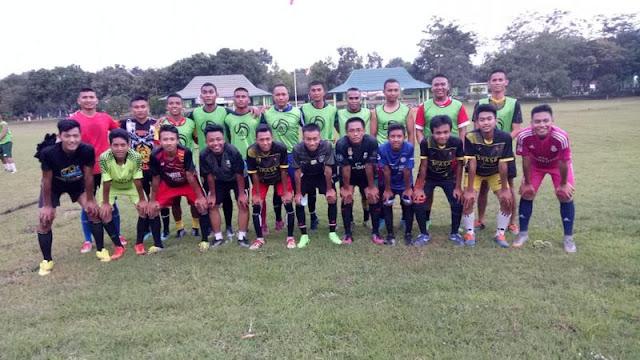 Pertandingan Sepakbola SMA 2 Jember vs Yonif Raider 509 Kostrad Berlangsung Seru