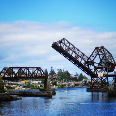 How to Spend a Perfect Sunday in Seattle - Open Railroad Bridge at Ballard Locks