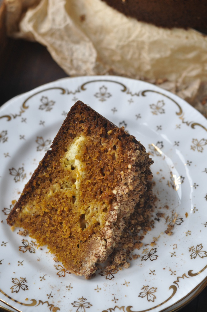 Pumpkin-Streusel-Cake with Cream Cheese filling - a moist an gluten free treat! (and perfect for Thanksgiving!)