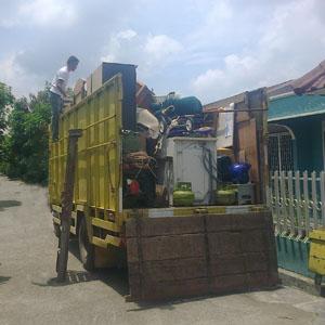 Jasa angkut barang pindahan dengan truk di Medan.