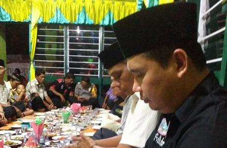 Anggota DPRD Kota Padang Buka Bersama di Perguruan Silat Kucing Lia