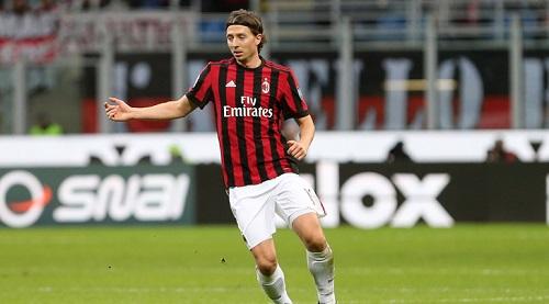 Montolivo hiện tại đang là người thừa tại AC Milan
