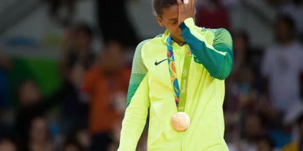 Rafaela Silva memenangkan medali emas pertama Brazil di Olimpiade Rio 2016
