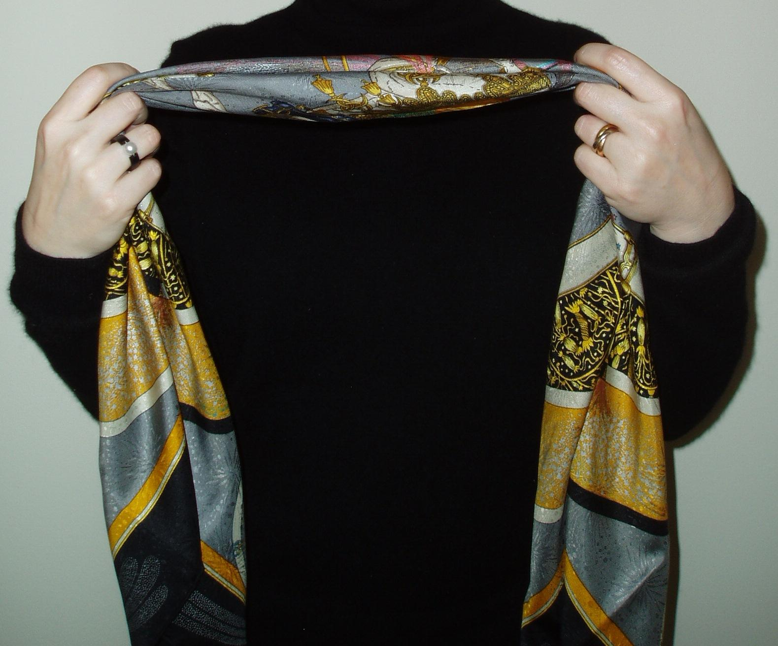 Scarf tying: the Infinity Knot | The Vivienne Files