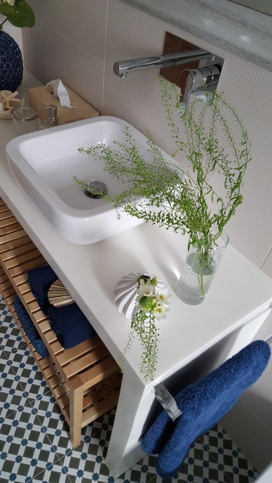 encimera de microcemento blanco para reforma de baño