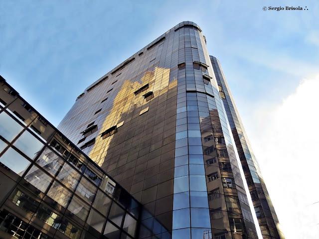 Perspectiva inferior da fachada e lateral do Edifício Dorchester Gate - Republica- São Paulo