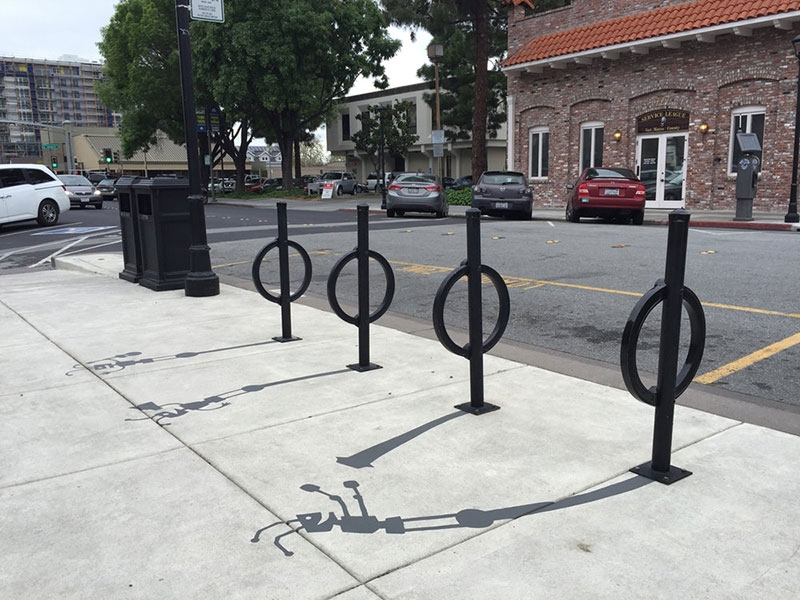 03-Bicycle-Rack-Robots-Damon-Belanger-Inventive-Surreal-Shadow-Paintings-come-Alive-www-designstack-co