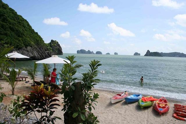 Halong Bay kayaking tours 4