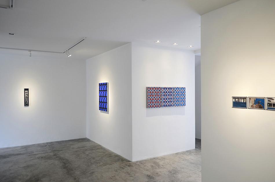 pinturas y fotografía en la exposición tropical moderno