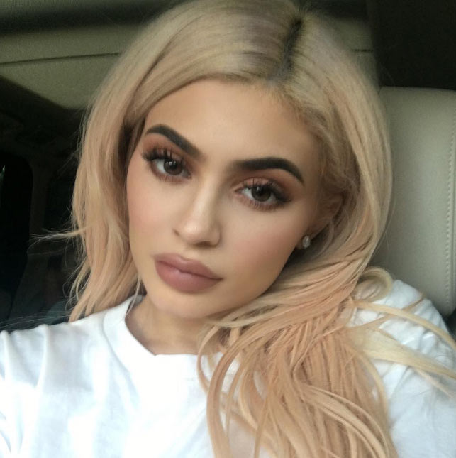 You like? Kylie Jenner shows off her new blonde hairstyle