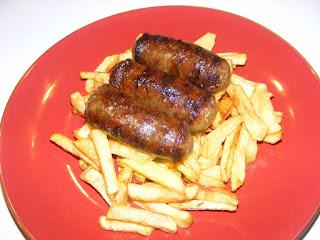 Retete mancare reteta carnati la gratar cu cartofi prajiti,