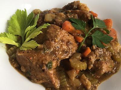 Duszona wołowina z warzywami
