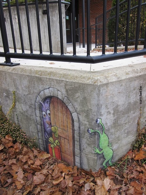 16-Troll-Gifting-Artist-David-Zinn-Chalk-Street-Art-www-designstack-co