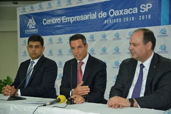 Coparmex arremete contra los damnificados, ''No es obligación de Peña Nieto reconstruir las viviendas''.