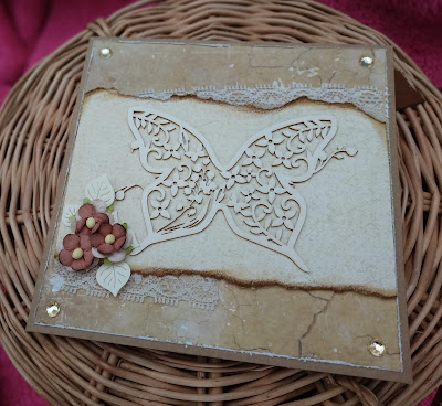 Minimalistyczna kartka z motylem