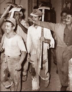Αποτέλεσμα εικόνας για παιδι κουβαλαει τενεκε