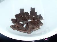 Derritiendo el chocolate al baño María