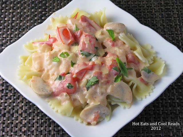 A fabulous way to jazz up a jar of alfredo sauce! Family friendly and great for weeknights! Pasta with Tomato, Basil and Mushroom Alfredo Sauce Recipe from Hot Eats and Cool Reads