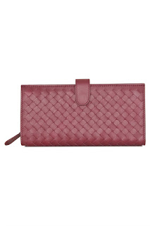 http://www.laprendo.com/SG/products/40664/BOTTEGA-VENETA/Bottega-Veneta-Intrecciato-Nappa-Continental-Barolo-Wallet?utm_source=Blog&utm_medium=Website&utm_content=40664&utm_campaign=05+Dec+2016