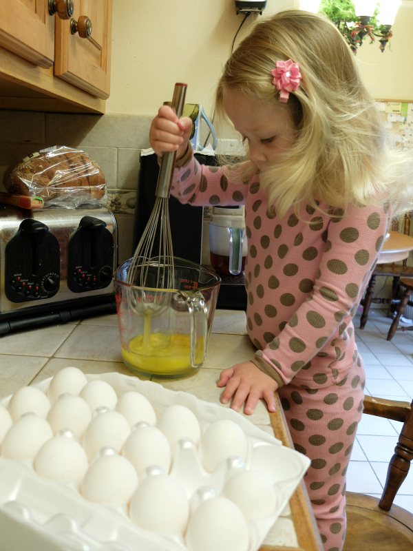 Teaching Together Blog Hop #4 - 10 Ways Your Toddler Can Help in the Kitchen