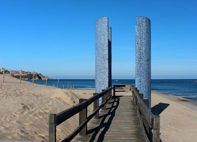 Monumento en la playa de la Concha de Suances