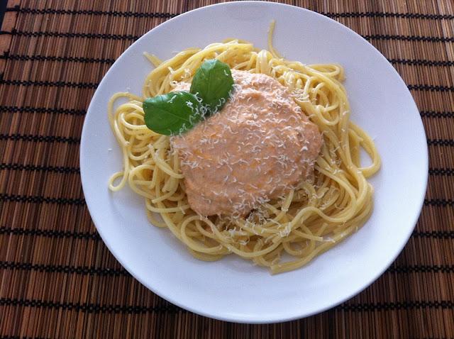 Pasta con pesto siciliano - Pasta con pesto alla siciliana