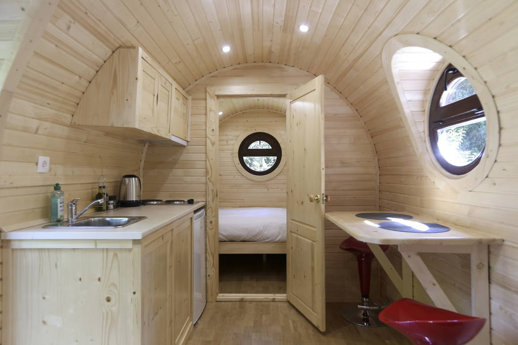 07-Airbnb-Barrel-Home-Architecture-in-an-Idyllic-Location-www-designstack-co