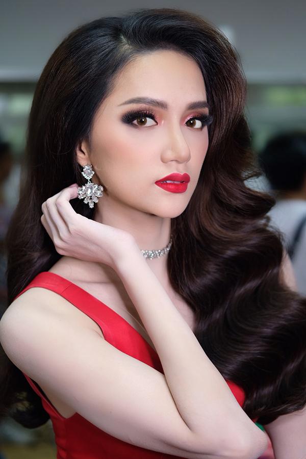 hoa hậu chuyển giới quốc tế Hương Giang Idol 1
