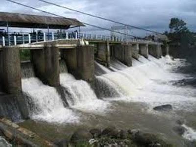 Menteri Lingkungan Hidup dan Kehutanan, Siti Nurbaya masih mengkaji permohonan izin pinjam pakai lahan untuk membangun bendungan Way Apu di kabupaten Buru, dimana lelang dan kontrak kerjanya sudah selesai dilaksanakan pada 28 Desember 2017.