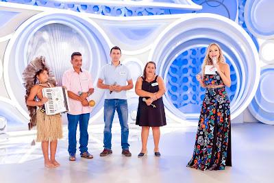 Kayro, sua família e Eliana - Crédito:Gabriel Cardoso/SBT