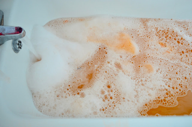 lush sparkly pumpkin bath