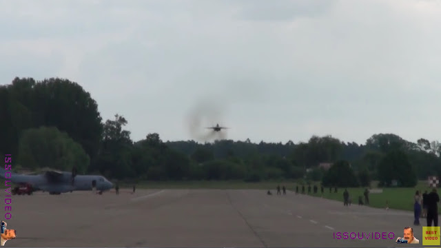 MiG-29 extreme low pass  issouvideo