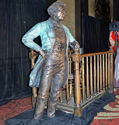 Bronze statue of John A. Macdonald