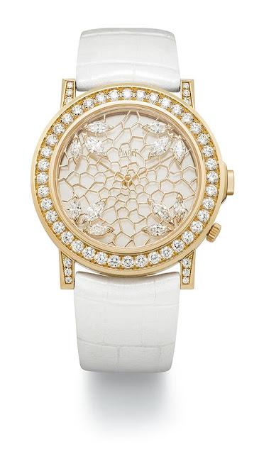 ساعة نسائية بالحزام الجلدي الأبيض مرصعة بالألماس