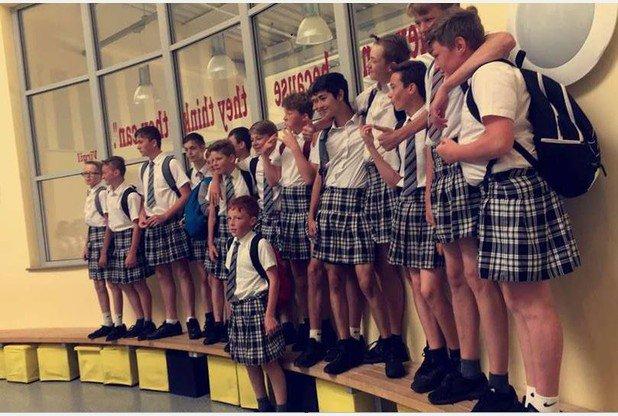 La escuela les prohibió usar short a pesar de la ola de calor; llegaron en falda para protestar