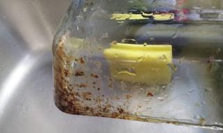 Δείτε πώς θα κάνετε το πηρέξ διάφανο και πεντακάθαρο σαν κρύσταλλο.