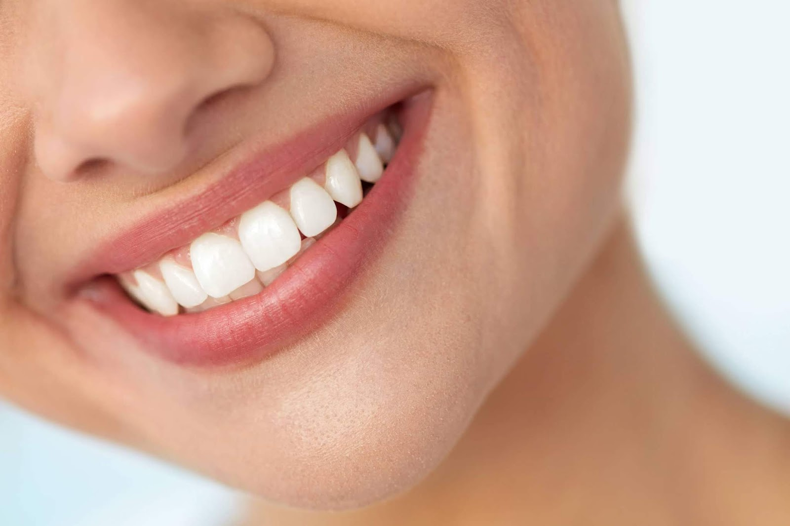 Natural Ways to Clean Teeth and Plaque