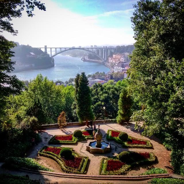 Vista dos Jardins do Palácio de Cristal para o Rio Douro e a Ponte Luís I - Porto - Portugal
