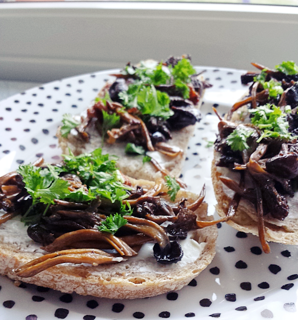 Pan-fried chanterelle on sour dough bread