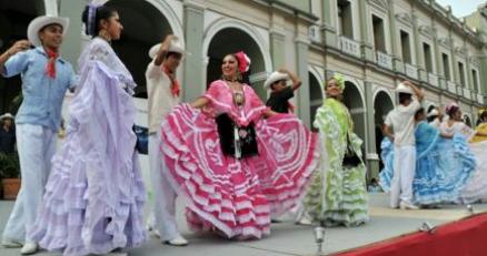 4ca69c49ff Conoce los coloridos trajes típicos de México – Hotel del Portal