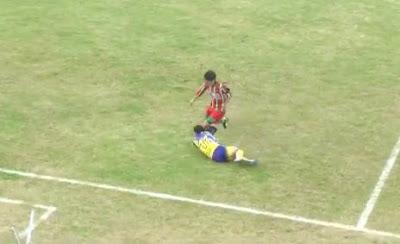 Futbolista se convulsiona y Muere en el Campo