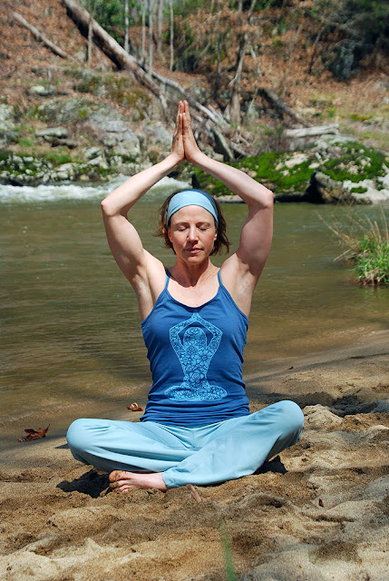 yoga+pose+organic+tank - Strike A Pose in the Yoga Organic Tank