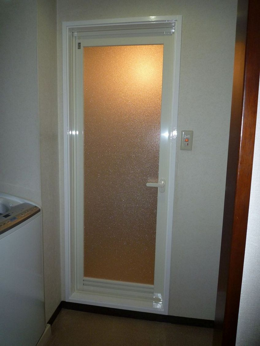 pintu aluminium wc 3