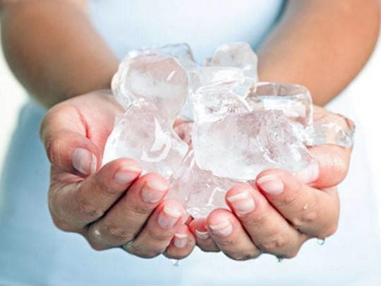 Chị em U40 trẻ lại 10 tuổi nhờ tinh dầu và đá lạnh