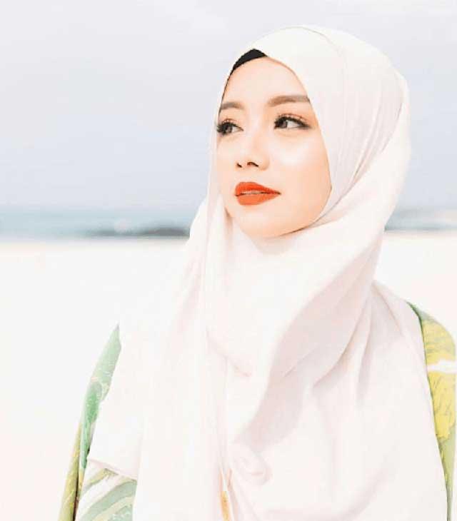 7-artis-wanita-popular-malaysia-yang-cantik-dan-masih-solo-3