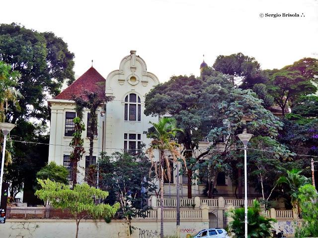 Vista ampla da fachada da Escola Estadual Caetano de Campos - Consolação - São Paulo