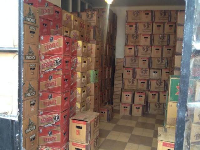 Ladrón amarra a empleados y se roba 324 cartones de cerveza