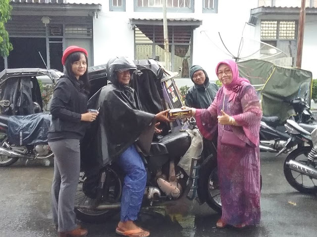 Bulan Ramadhan, KB-GAS Berbagi Makanan Berbuka Puasa untuk Abang-Abang Becak Siantar di Kota Pematangsiantar